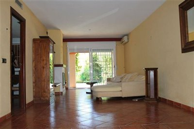 f7ih82y9j2osuperb-townhouse-situated-in-talam