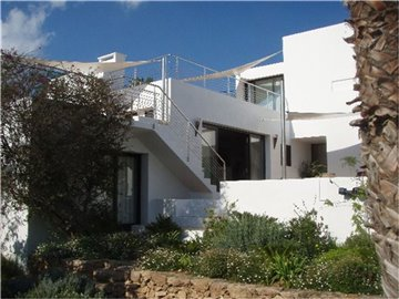 2rht0z49jh9amazing-villa-for-sale-situated-in