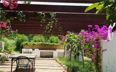va8saem7uzamazing-villa-for-sale-situated-in-