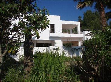 amhzsdpynggamazing-villa-for-sale-situated-in
