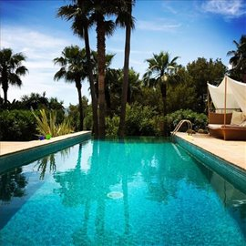 j02pl8lio9hamazing-villa-for-sale-situated-in