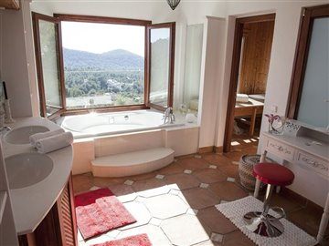 jn90xk5qmvobeautiful-villa-with-great-pool-ar