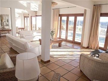 683xotxtfwbeautiful-villa-with-great-pool-are