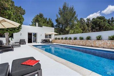 xhuzertuxyexceptional-villa-has-recently-been