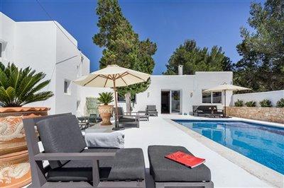 742qhj3jq4exceptional-villa-has-recently-been