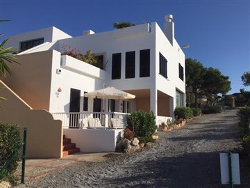 tog7olcq5oefrontline-villa-with-sea-views-sit
