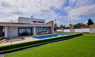 xrc4kvx5j6dmodern-house-with-touristic-licenc