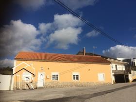 A dos Francos, House