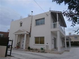 Emba, Villa