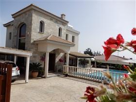 Tala, Villa