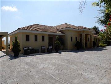 20773-a-private-four-bedroom-villa-with-annex