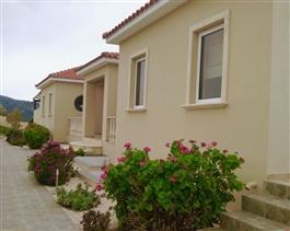 Akoursos, Villa