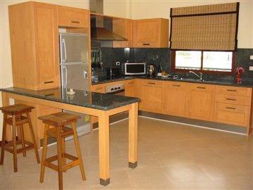 Kitchen---breakfast-bar-