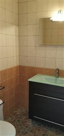 TH-137_10_Bathroom-2