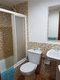 APT-375_12_Bathroom