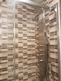 APT-377_18_SHOWER