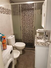 APT-379_8_BATHROOM