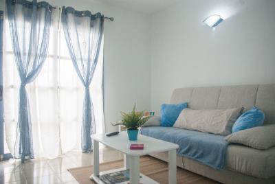 APT-393_3_Living-room