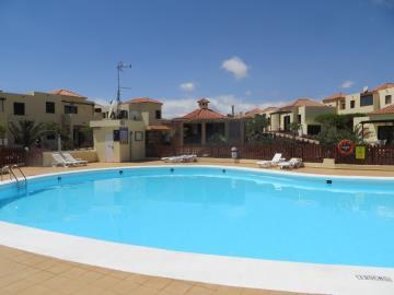 APT-276_13_Swimming-pool