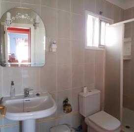 BGW-186_6_Bathroom