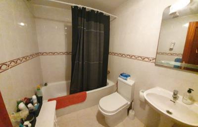 APT-406_2_Bathroom