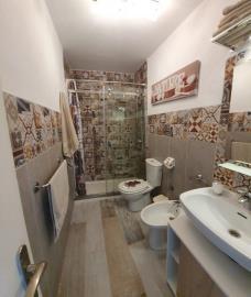 APT--411_17_Bathroom-2