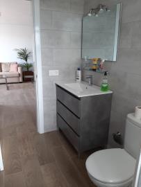 APT---412_2_Bathroom-2
