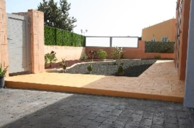 VIL-282_12_garden-and-parking-places