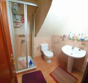 DUP-380_14_Second-Bathroom