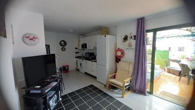 APT-420_5_Living-room
