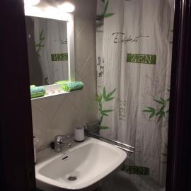APT-421_8_Bathroom