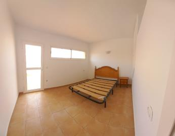 TH-151_3_bedroom-1