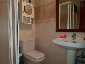 APT-336_4_Bathroom-1