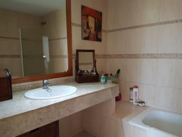 APT-336_8_Bathroom-2