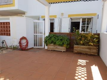 APT-336_11_Entrance-terrace