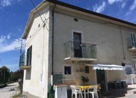 Sant' Eusanio Del Sangro, House