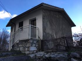 Montenerodomo, House