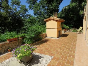Isca-rear-brick-paved-garden-June-10th-2018-023
