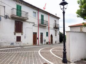 Serramonacesca, Village House