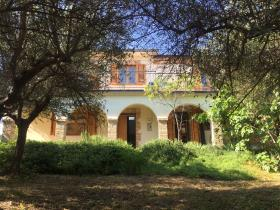 Image No.23-4 Bed Farmhouse for sale