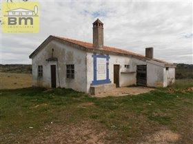 Malpica do Tejo, Farmhouse