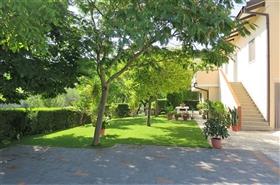 Loreto Aprutino, Country House