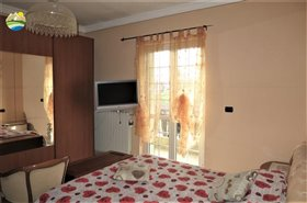 Image No.14-6 Bed Country House for sale