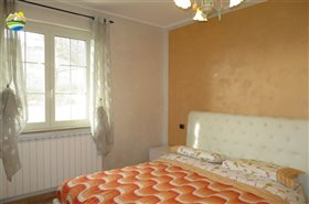 Image No.23-6 Bed Country House for sale