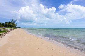Nassau and Paradise Island, Land
