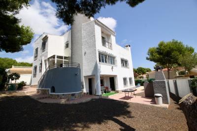 8-bed-5-bath-villa-for-sale-in-Pinar-de-Campoverde-by-Pinarproperties-0006