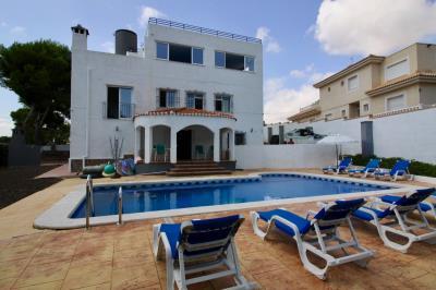 8-bed-5-bath-villa-for-sale-in-Pinar-de-Campoverde-by-Pinarproperties-0029