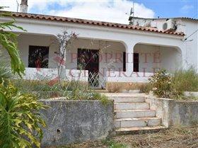 Guia, House