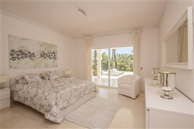 Image No.9-11 Bed Villa / Detached for sale