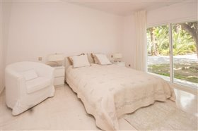 Image No.11-11 Bed Villa / Detached for sale